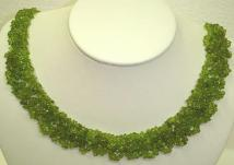 Olivine chips necklace with silver-plated clasp